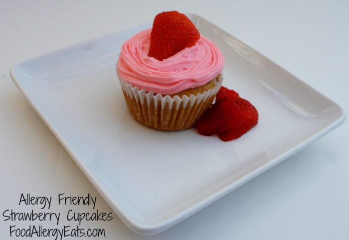 Allergy Friendly Strawberry Cupcakes from @FoodAllergyEats #vegan