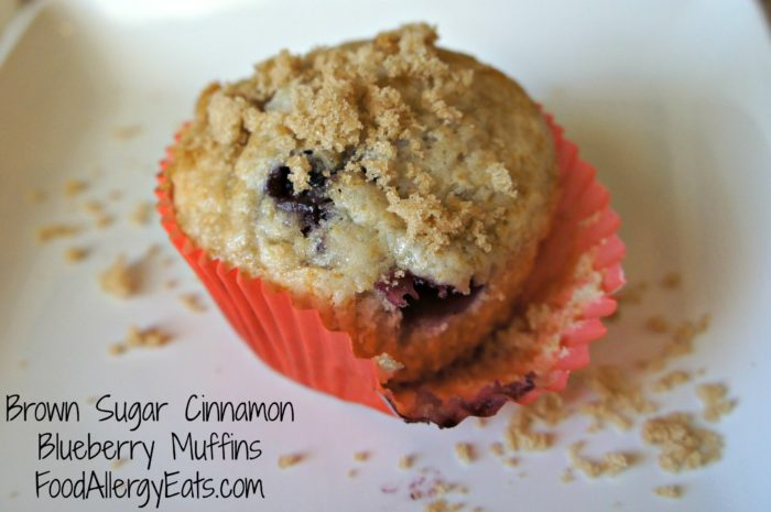 Brown Sugar Cinnamon Blueberry Muffins #vegan @FoodAllergyEats